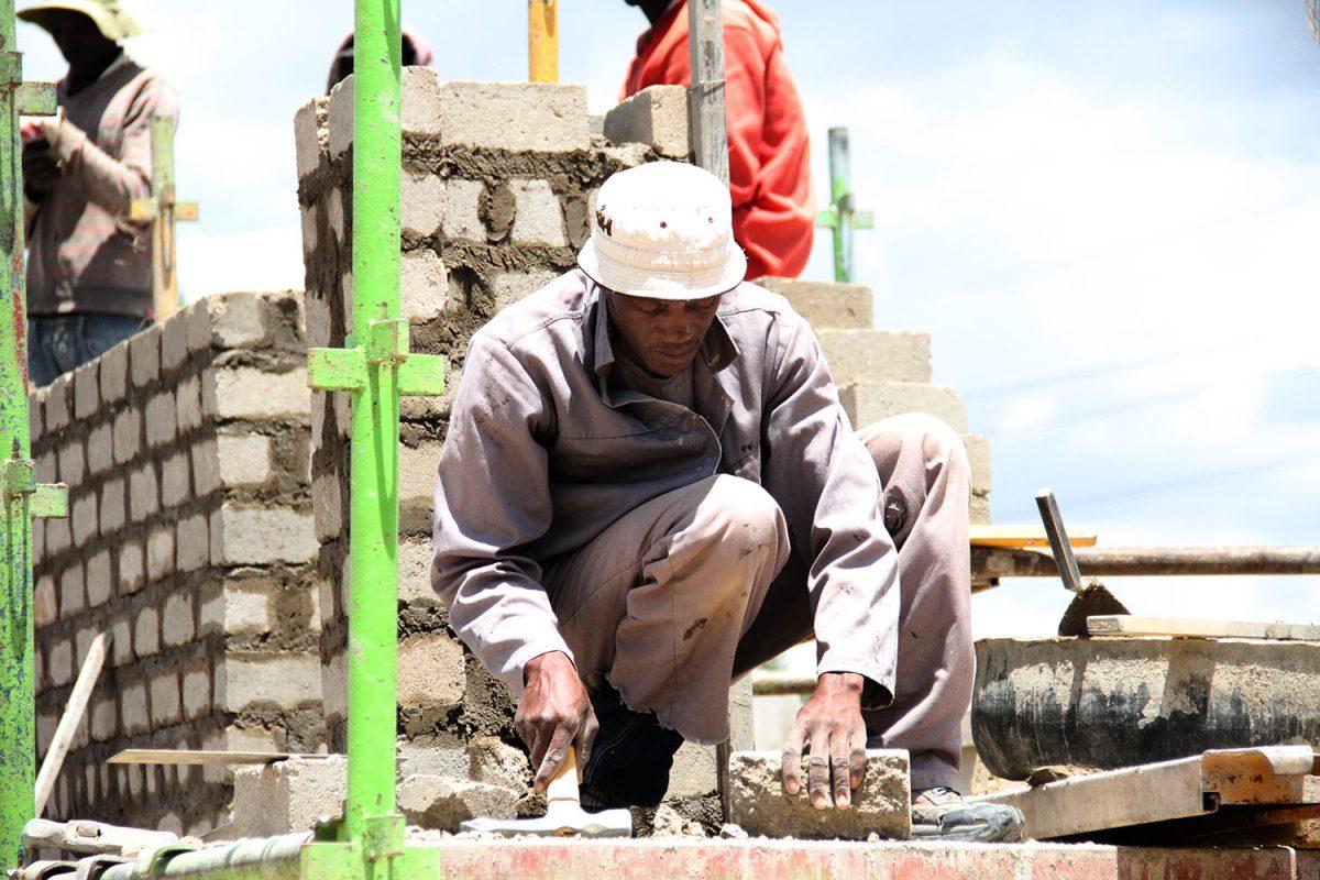 Namibian kehityshanke päättyi: MANWU yrittää tulla toimeen omillaan