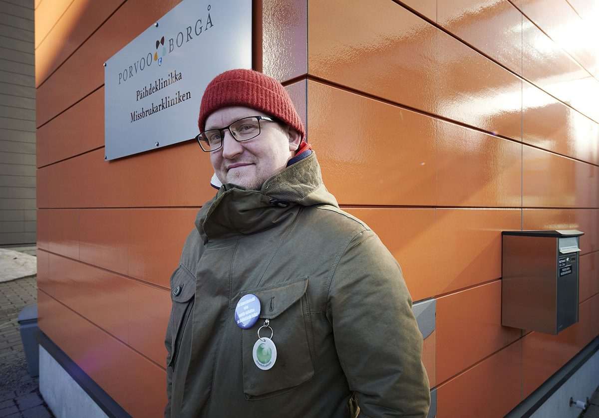 """KOKIJA: Mattias Boström: """"Pelaamatta voi elää, mutta sitä pitää todella haluta"""" – vertaistukitoiminta antaa toivoa toipumisesta"""