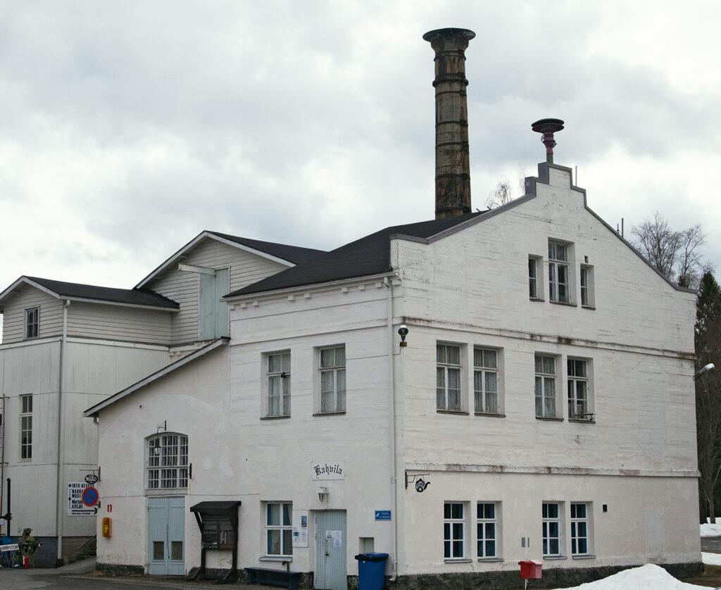 Vanhan nauhatehtaan suunnitteli Suomen tuotteliain kirkkoarkkitehti Josef Stenbäck. Sen vanhimmat osat ovat valmistuneet vuonna 1908, ja rakennus on suojelukohde.