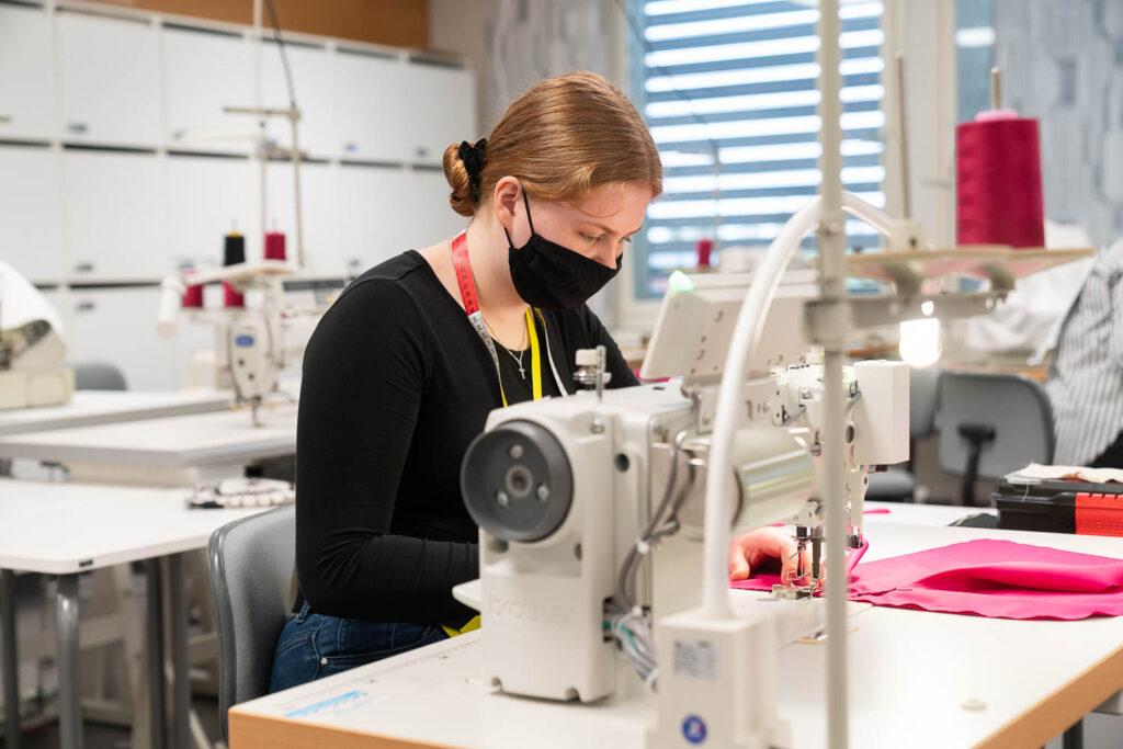 Vaatteenvalmistuksen lajin voittI Ellen Kälkäjä.