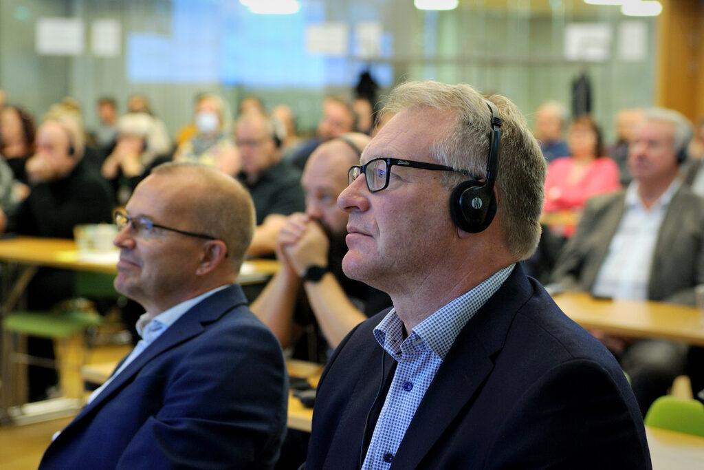 Kunnon työn päivä vietettiin Helsingissä seminaarin merkeissä. Etualalla Paperiliiton puheenjohtaja Petri Vanhala.