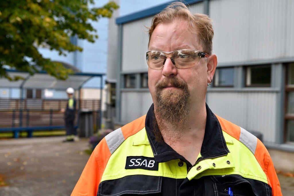 Pitkät työvuorot ovat tulleet tutuiksi päävalssaaja Pasi Tuomiselle vuodesta 2016. SSAB oli ensimmäisiä 12 tunnin taloja metallialalla, hän muistelee.