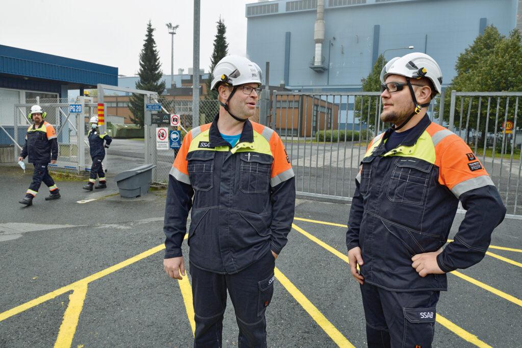 Kun pitkät työvuorot päättyvät, niiden jälkeen ensimmäisen vapaapäivän joutuu aina uhraamaan palautumiselle, sanovat pääluottamusmies Karo Suoknuuti (vas.) ja työsuojeluvaltuutettu Arttu Jokikota.